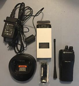 Motorola Cp200 Uhf Radio Refurbished 16 Ch 438 470 Mhz With New Accessories