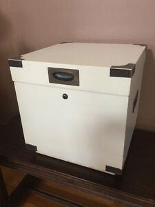 Vintage Lane Mid Century Modern Storage Hope Chest End Table With Key