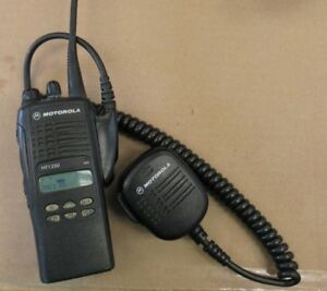 Motorola Ht 1250 Uhf Two Way Radio With Charger 11714 b3 es