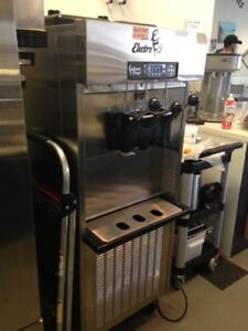 Ice Cream Machine Soft Serve Excellent Cond Electrofreeze Light Use 2 Years