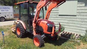 Kubota Tractor B2650 W Cab Air Cond Heater Loader Brush Hog And Spray Rig