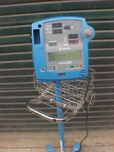 Dinamap Patient Monitor Dinamap Pro 400 With Rolling Cart Pre Owned