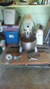Hobart A200 20 Quart Commercial Bakery Mixer Stainless Bowl All 3 Attachments
