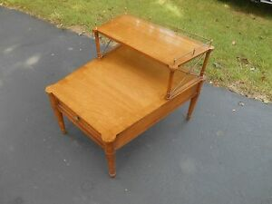 Vintage French Style Drexel Heritage Solid Walnut Pecan Side End Accent Table