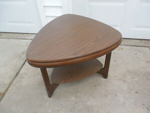 Vintage Mid Century Modern Guitar Pick Shaped Coffee End Table 2 Tier Woodgrain