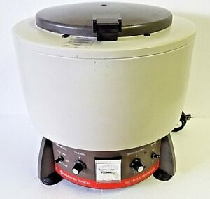 Damon Iec Hn sii Bench Top Centrifuge With Rotor Cat No 221 And Tubes Holders