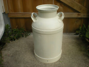 Vintage Midwestern 10 Gallon Metal Milk creamer Can great Decor