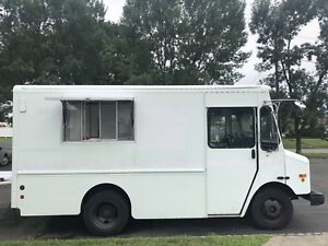 2003 Workhorse P42 Food Truck W Off Grid Battery System No Need For Generator