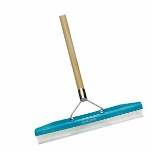 Grandi Groom Carpet Rake 18 inch Head 54 inch Handle 1 pack