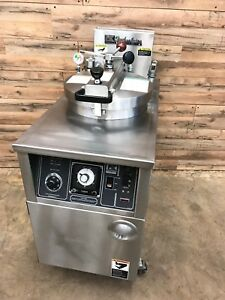 B k i Lpf f 48 lb Electric Pressure Chicken Fryer 208v 3ph