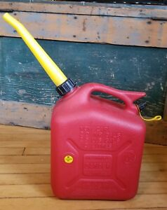 Vintage Old Type wedco 2 Gallon Model W 200 3 Vented Red Plastic Gas Can