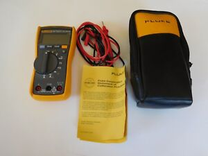 Fluke Digtial Multimeter 115 True Rms With Carrying Case