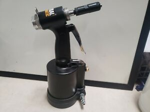 Central Pneumatic 1 4 Air Hydraulic Riveter 62685 Lightly Used
