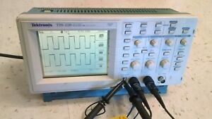 Tektronix Tds220 Digital Oscilloscope Two Channel Digital Real Time 100mhz 1gs s