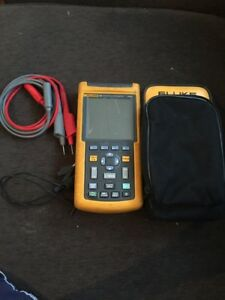 Fluke 124 Industrial Scopemeter 40 Mhz W Leads W Case Free Shipping