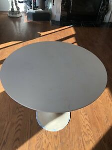 Beautiful Knoll Tulip 30 Inch Table Mid Century Modern