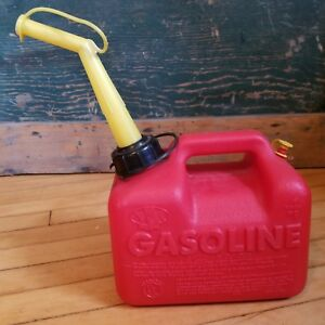 Vintage Chilton P10 Gas Can Vented 1 Gallon Red Plastic Old Style Can