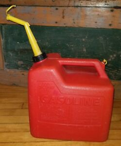 Vintage Old Type Chilton Gas Can 5 1 4 Gallon Size Vented With Spout P50