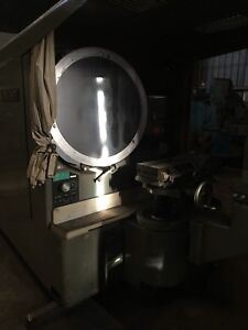 Jones Lamson Comparator 32 With Lens And Centers