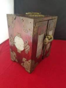 Vintage Antique Oriental Jewelry Box With Four Carved Jade Inserts 5 5x4 25x7