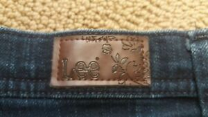 Lee Jeans Classic Fit Straight Leg Sits at the Waist size 12 medium Women's