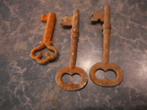 Skeleton Keys Lot Of 3 Antique Rusty Farmhouse Re Purpose Project