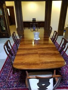 Henredon 18th Century Dining Room Table W 2 Leaves And 8 Chairs