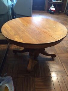 Antiuqe Oak Table Round