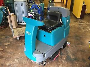 Tennant T7 32 Riding Floor Scrubber