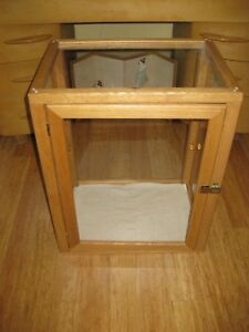 Display Case Wood Portable Locking Hand Made 26x21x15 3 Shelves Pickup Only