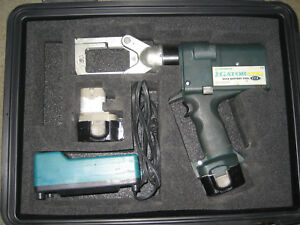 Greenlee Gator Pro Eccx With Case Charger Two Batteries