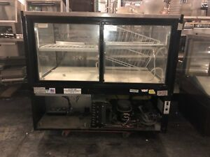 Federal Industries Refrigerated dry Bakery Display Case