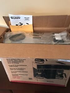 Brand New Bunn Coffee Maker Machine With 3 Warmers Vps Pourover 04275 0031
