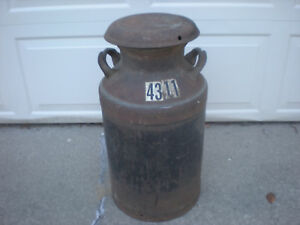 Vintage midwestern 10 Gallon Metal Milk creamer Can W lid Dairy great Decor