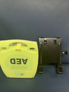 Zoll Aed Plus With Wall Bracket
