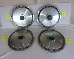 Vintage Set Of 4 1966 Lincoln Continental Hub Cabs With Lincoln Emblems