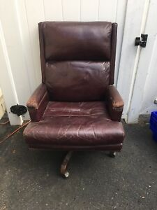 North Hickory Furniture Burgundy Leather Office Executive Desk Chair
