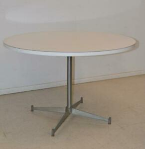 Mid Modern Round White Laminate Aluminum Table In The Style Of Ray Eames