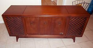 Mid Century Modern Danish Credenza Stereo Cabinet Buffet Zenith