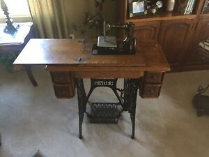 1906 Singer Model 24 Treadle Sewing Machine In Cabinet