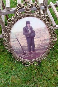 Lrg Oval Picture Frame W Glass Antique Praying Farmer Picture