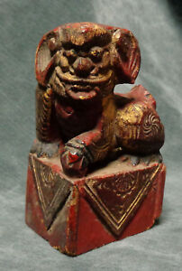 Cina China Old Chinese Gilt Foo Dog Carved In Wood Temple Decoration