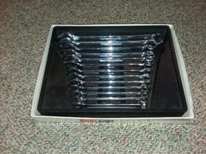 Snap on 13 Pc 12 pt Metric Combination Wrench Set With Tray 10 22mm Oexm713