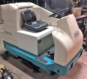 Tennant 7200 36 Riding Disc Floor Scrubber Only 638 Hours