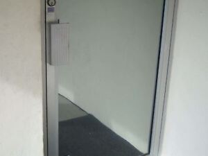 30 X 8 Ft Mirror Film Remnant Reflective Silver 20 Super Privacy Only One