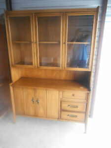 Gorgeous Mid Century Modern 1960 S Drexel Meridian Danish China Hutch