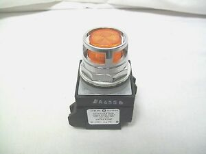 Ge Cr104pbl00m3s8 Illuminated Pushbutton Full Voltage Amber Lens 24 V Ac dc