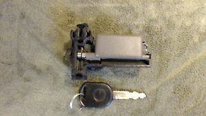 Oem Ford Windstar Glove Box Latch Lock And Key Fits 1999 2002 Works Very Smooth