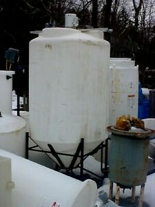 500 Gallon Closed Top Cone Bottom Poly Tank W mixer And Steel Stand