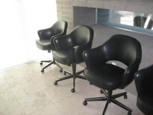 Knoll Saarinen Executive Swivel Arm Chairs Blk Saddle Leather Pristine Auction 2